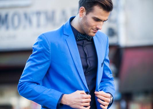 Niebieski garnitur ? z czym go nosić